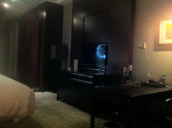 Hilton Beijing Capital Airport: room with desk