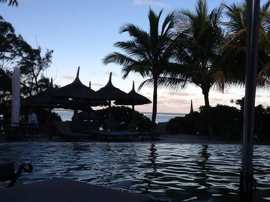 La Palmeraie Boutique Hotel: Evening view from the pool deck