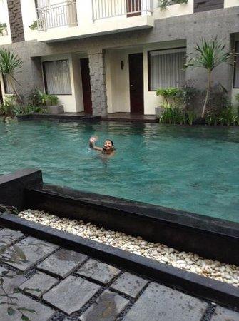 The Sunset Bali Hotel: morning swim