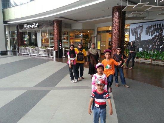 Hotel ibis Bandung Trans Studio: shopping mall