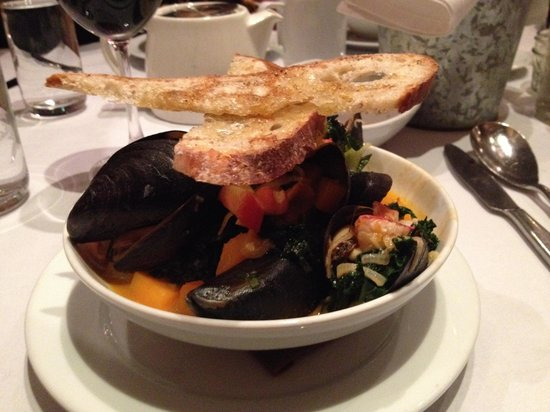 Dressing Room : Lobster and mussels medium plate