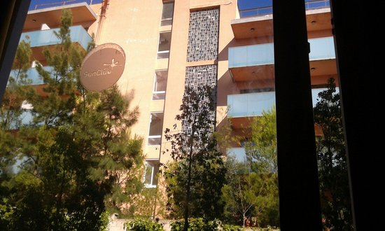 Aparthotel SunClub Salou: View from our room window towards hotel behind