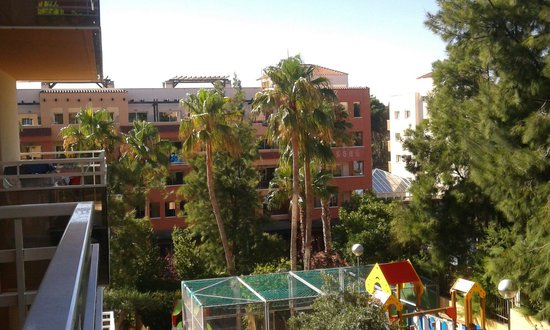 Aparthotel SunClub Salou: Balcony view towards part of H10 Med Village