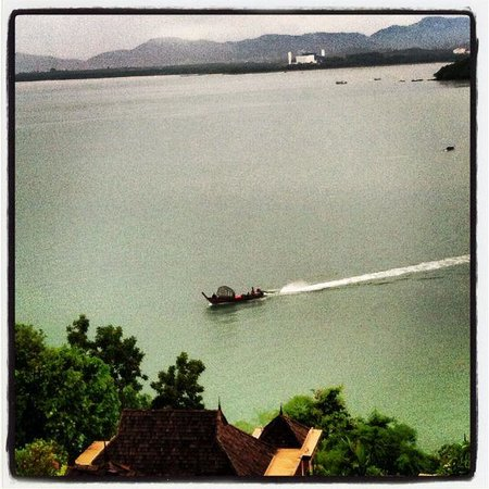 The Westin Siray Bay Resort & Spa Phuket: Long boat, seen from my balcony, ocean view 2 Story Suite
