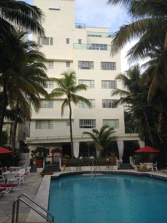 Richmond Hotel : La piscine