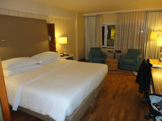 Sheraton Stockholm Hotel: Hotel room