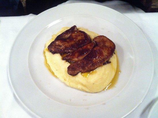 Le Hangar: Foie gras de canard poêlé et sa purée maison à l'huile d'olive.