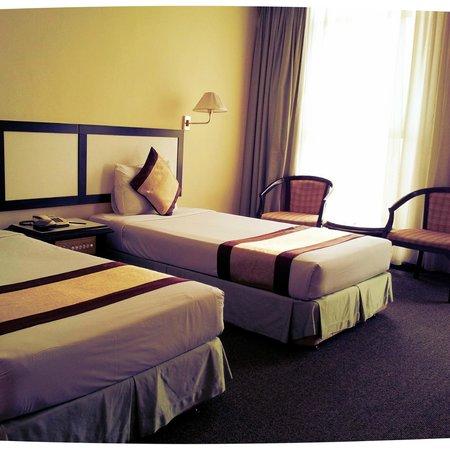 Summit Hotel Subang USJ: The room.