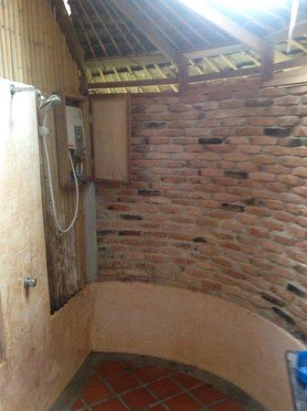 Chunut House: Душ без горячей воды и с живностью с леса
