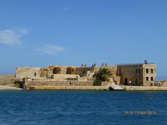 Passeio de barco no porto veneziano de Chania. - Picture ...