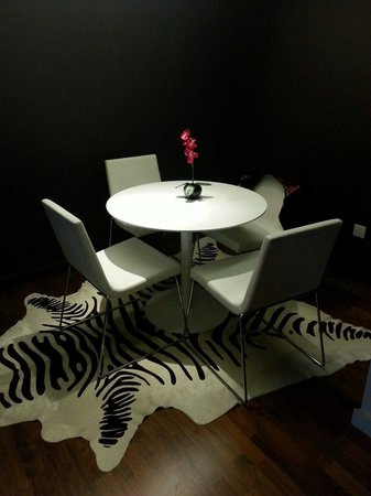 Apex Waterloo Place Hotel: The dining area on ground floor of our duplex room.