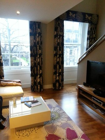 Apex Waterloo Place Hotel: Lounge area of ground floor of duplex room. Large wide screen TV and dvd with Bose sound system!