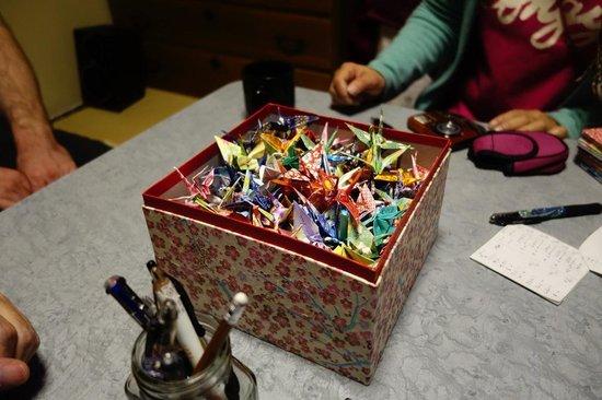Kanazawa Guest house Pongyi: Origami making