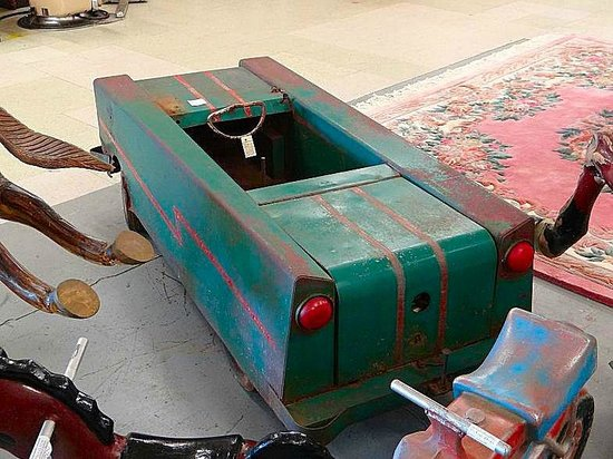 Granddaddy's Antique Mall : pedal car I have never seen before