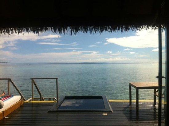 Adaaran Prestige Vadoo: Looking out to sea... so peaceful
