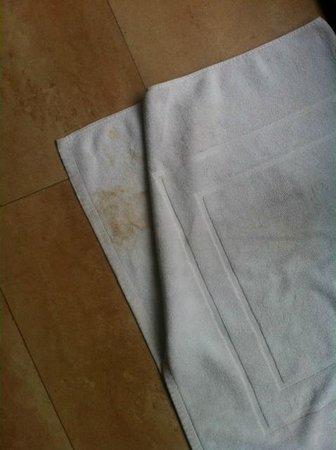 Adaaran Prestige Vadoo: Dirty bath matt