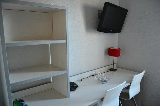 Residence Hoteliere Temporim Part Dieu: camera scrivania