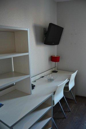 Residence Hoteliere Temporim Part Dieu: scrivania