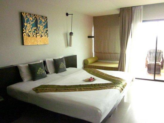 Palmyra Patong Resort : Riesiges Zimmer mit riesigem Bett - ein Traum!