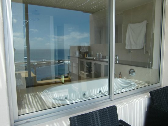 Crayfish Lodge Sea & Country Guest House : Aussicht von Badezimmer über die Terrasse