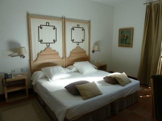 Parador de Granada: Our bedroom