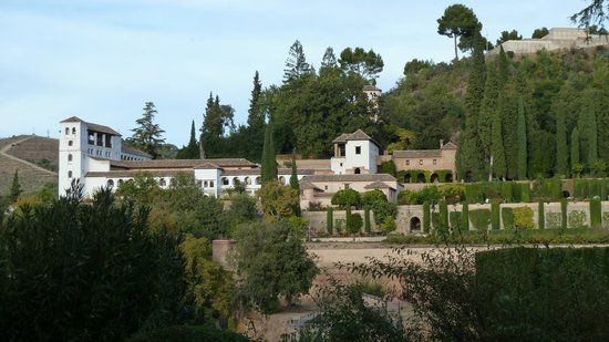 Parador de Granada: The view from the terrace back to Generalife