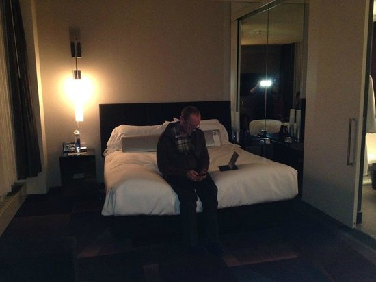 W Minneapolis - The Foshay: King size bed