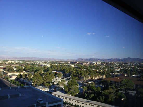 Renaissance Las Vegas Hotel: Вид из номера