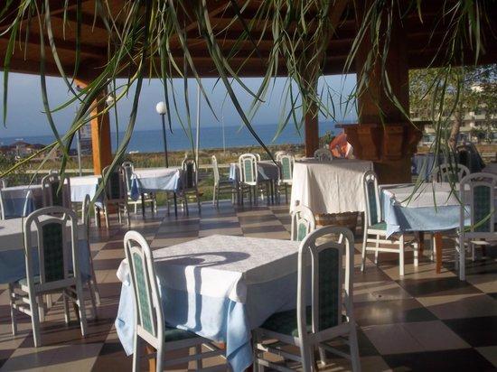 Tavoli all 39 aperto con vista mare foto di ristorante - Ristorante con tavoli all aperto roma ...
