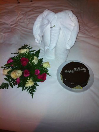 Renaissance Koh Samui Resort & Spa: Birthday cake and bed decoration.