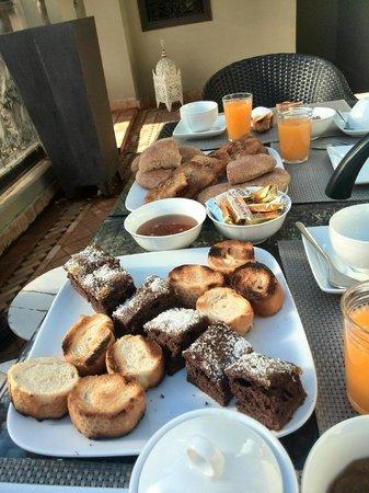 Riad Ambre et Epices: Desayuno en la terraza
