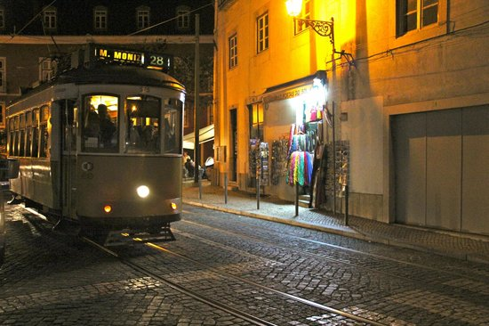 Lisboasightseeing : Beautiful evening in Lisbon with after dark.  The city came alive.