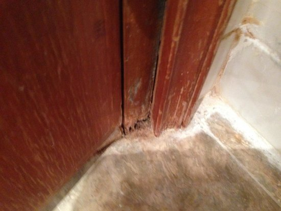 Dorsett Grand Labuan: rotting door frames - 5 Star ?? Meh!