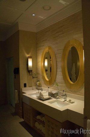 Saxon Hotel, Villas and Spa: Presidential Suite Bathroom