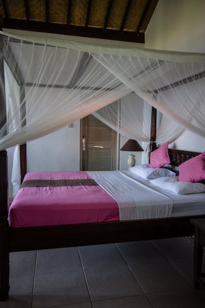 Kembali Beach Bungalows: Bed