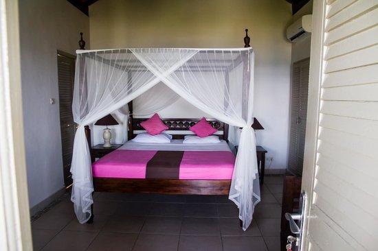 Kembali Beach Bungalows : Het bed