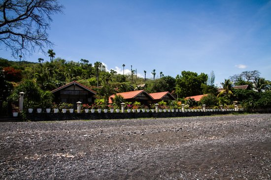 Kembali Beach Bungalows : De bungalows vanaf het strand