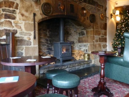 Black Horse: Huge imposing fireplace in main bar area.