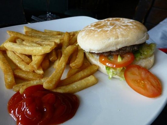 Black Horse: Beef, with salad and chips