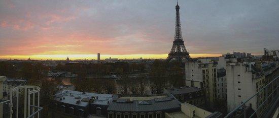 Shangri-La Hotel Paris : View from our terrace- sunrise