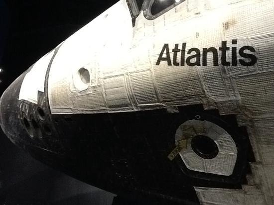 NASA Kennedy Space Center Visitor Complex : first up close sight of Atlantis