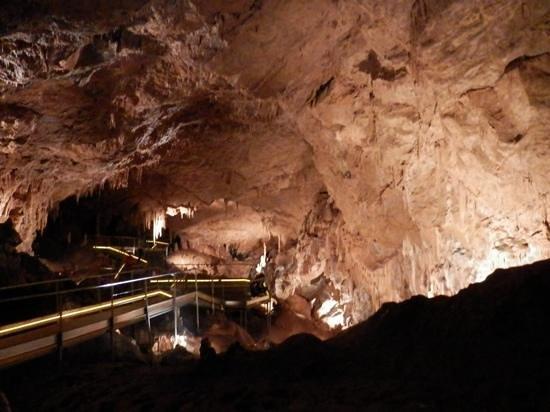 sala de las cuevas de Mendukilo