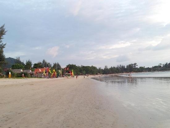 Khlong Dao Beach Bungalow : front of klongdao beach resort