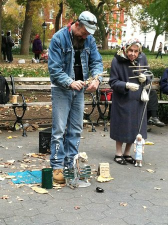 Washington Square Park : Ricky Syers with Doris and her Doris Marionette