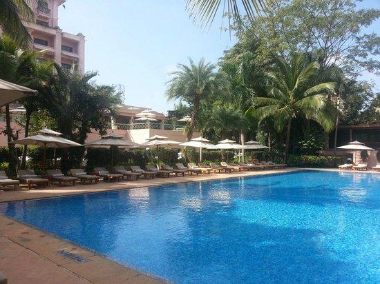 Pool Adjacent To Restaurant Picture Of Citrus At The Leela Palace Bangalore Bengaluru