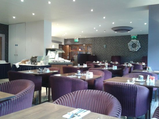 Holiday Inn Birmingham City Centre : The restuarant at breakfast (Monday morning actually empty)