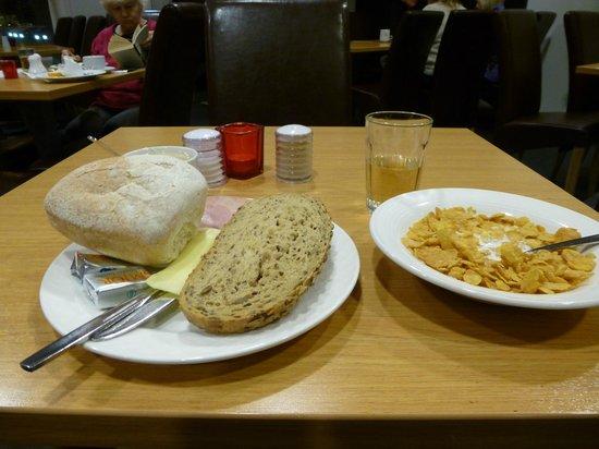 Hotel Cabin: Breakfast 'selection'