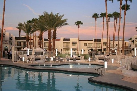 Rumor Hotel: Poolarea at dawn