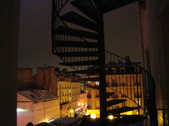 Timhotel Tour Montparnasse: view over Rue de la Gaite