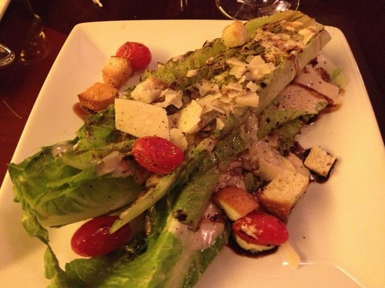 Turf Club Bar & Grille: Grilled romaine salad
